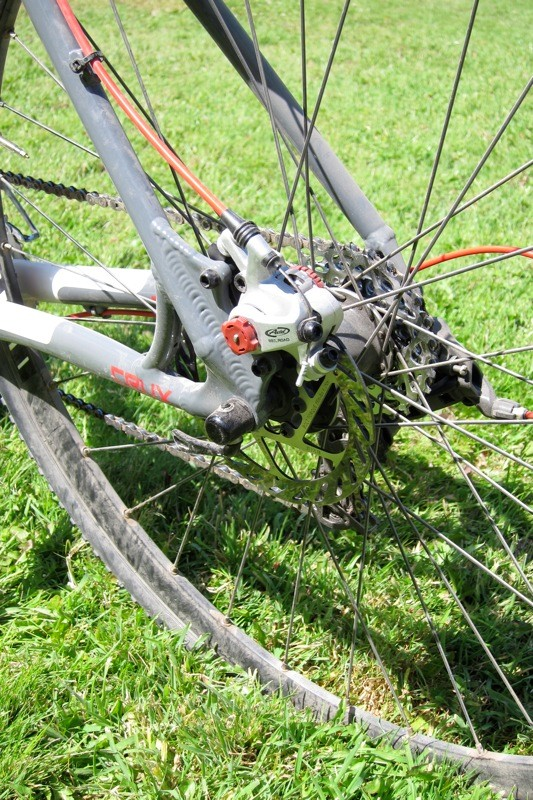 Avid's BB7 mechanical disc brakes work quite well, though a hydraulic brake system would be ideal