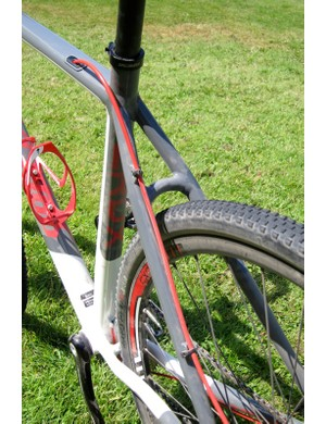 The rear brake cable uses full housing — from shifter to caliper — and routes through the top tube