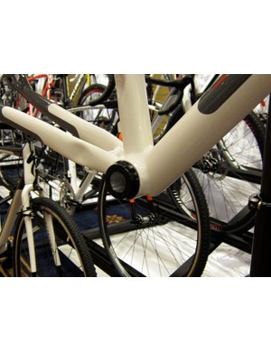 The frame module comes with a 24mm spindle adaptor, which accepts 24mm spindle pre-load style cranks (not SRAM GXP)