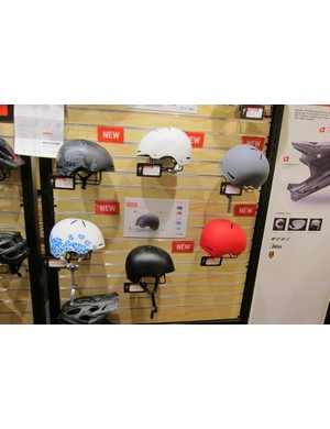 The Covert comes in a variety of colors and is said to sit low for style; the helmet includes Specialized's Tri-Fix helmet straps, adopted from the Prevail and other high-end helmetsThe Covert comes in a variety of colors and is said to sit low for style; the helmet includes Specialized's Tri-Fix helmet straps, adopted from the Prevail and other high-end helmets