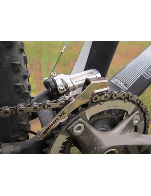 Front derailleurs are mounted directly to the swingarm on new Sparks for more consistent shifting throughout the travel range. The compact mounting tabs also allow more freedom in seat tube shaping
