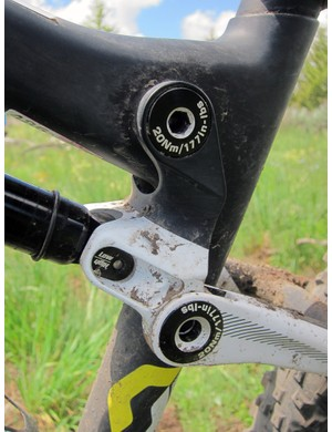 Scott have switched from the multi-piece link on the old Spark to a tidier-looking one-piece forged aluminum bit