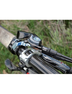 The alloy TwinLoc lever is nicely made, with a positive feel and good ergonomics. Dual barrel adjusters allow for easy fine-tuning of the shock and fork, too