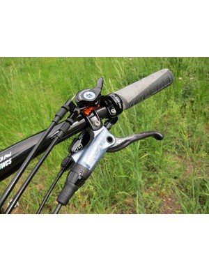 The TwinLoc levers integrate nicely with SRAM's latest clamp designs