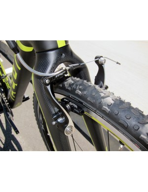 Felt bucks the trend of high-clearance, wide-profile cantilevers with the linear-pull TRP CX8.4 brakes on the F2X, which offer much more stopping power and control