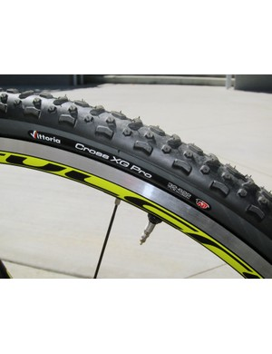 The Felt F2X comes with a Felt-exclusive set of Fulcrum Racing 3 CX tubeless alloy wheels and matching tires from Vittoria