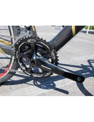 The Felt F3X is fitted with SRAM solid-forged aluminum BB30-compatible crankarms with 'cross-specific chainrings