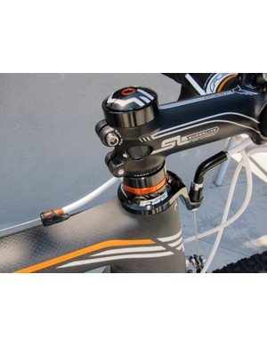 Felt sweats the details on its bikes as shown by the matching orange anodized bits on the F4X 'cross bike