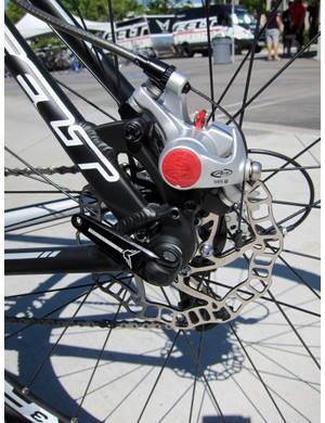 To save weight, Felt uses a 140mm-diameter Ashima rear rotor on the F65X