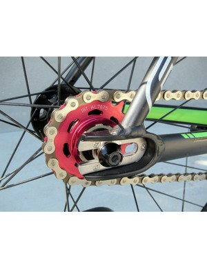 The rear-entry horizontal dropouts on the Felt Breed is armored with stainless steel plates