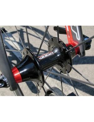 Felt's TTR2 AWS aero wheels feature a narrow-flange front hub