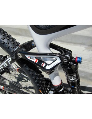 The forged aluminum link of the Felt Edict Pro is attached with titanium hardware