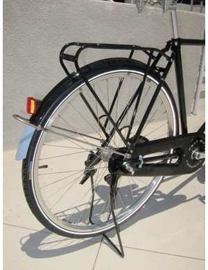 The Felt Verza Regency uses a Dutch-style axle-mounted kickstand, full fenders, and a rear rack