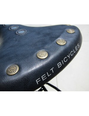 Felt adds a bit of extra style to the faux-riveted saddle on the Verza Regency