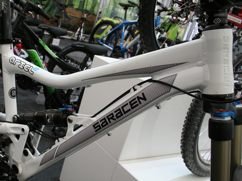 Saracen have revamped the Ariel for 2012, but don't have any production frames as yet. This is the 2011 model with a new graphics kit, which has been created to appease those who don't like the cartoonish decals of the current bike