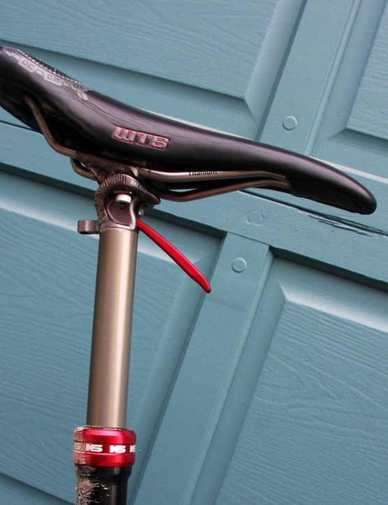 While most riders ran more traditional seatposts, Lopes ran a hand-actuated KS i950r post with 5-inch drop for when the downhill going got tough