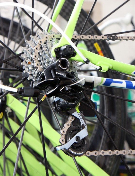 A few rubber o-rings help keep the rear derailleur housing from marring Liquigas-Cannondale team frames.