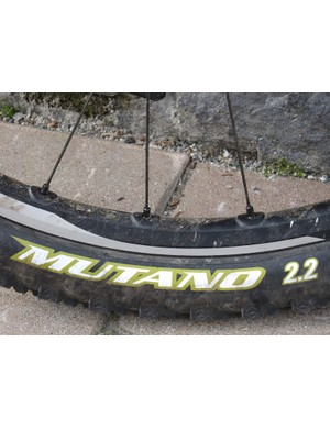 The Mutano combines three popular WTB tread patterns, the fast-rolling centerline of the Nano, the aggressive square blocks of the Moto Raptor and the grippy edges of the VelociRaptor