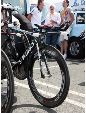 Alberto Contador's (Saxo Bank-Sungard) Specialized S-Works Shiv was fitted with a Zipp 808 front wheel prior to Stage 2's team time trial