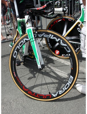 Campagnolo's Bora Ultra Two deep-section carbon tubular wheel is fitted to the front end of this Europcar Colnago Flight