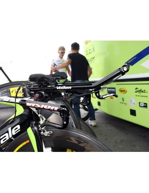 Ivan Basso's (Liquigas-Cannondale) Vison aerobars are fitted with a third brake lever so he can adust his speed without breaking his tuck