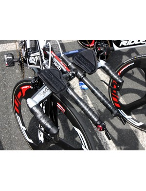The extensions on Vacansoleil-DCM's Deda aero bars pass right through the base bar on the team's Ridley Deans
