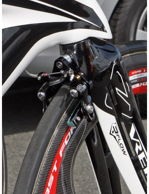 See those slots in the fork blades? Ridley say the unique shape pulls air away from the spinning spokes for less drag