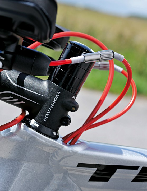 Internal cable routing is good in the wind tunnel, but adds weight and rattle and the adjusters regularly bump your knees