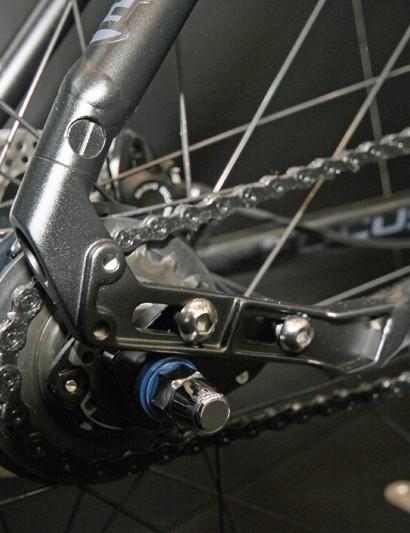 Hub-gear-specific adjustable rear dropouts