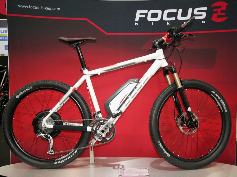 the Focus Jarifa is a nicely specced hardtail mountain bike with full Shimano XT and a BionX electric assist system