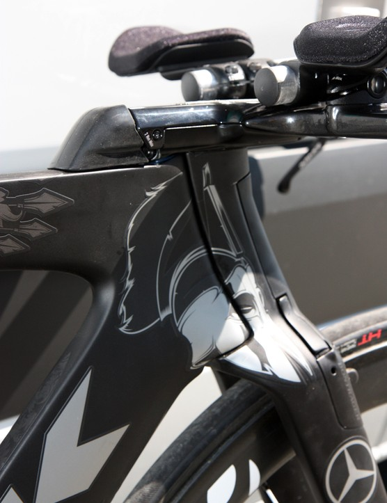 Trek are able to use an unusually narrow head tube since the steerer is captured by the fork at both ends