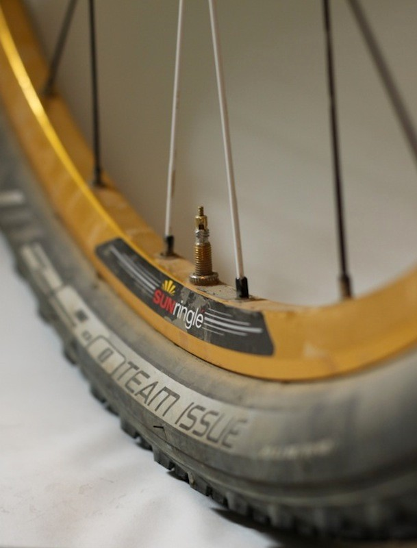 The Black Flag Pro rim uses NoTubes BST rim profiling