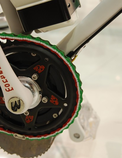 """The Montante city bike shows its """"made in Italy"""" pride with an Italian flag tricolor chain"""
