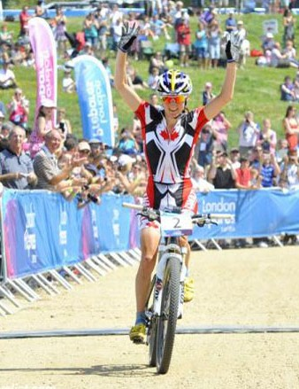 Catharine Pendrel (Canada) celebrates her victory at the Hadleigh Farm International