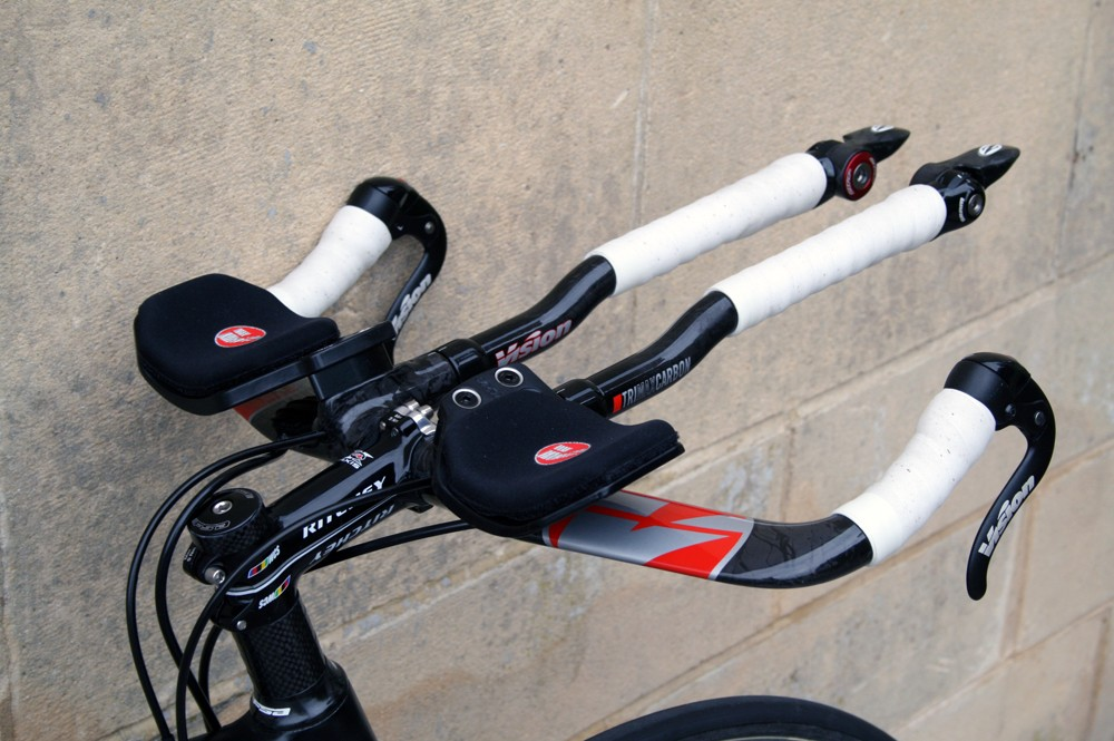 Vision Trimax carbon base bar and extensions offer plenty of adjustability too