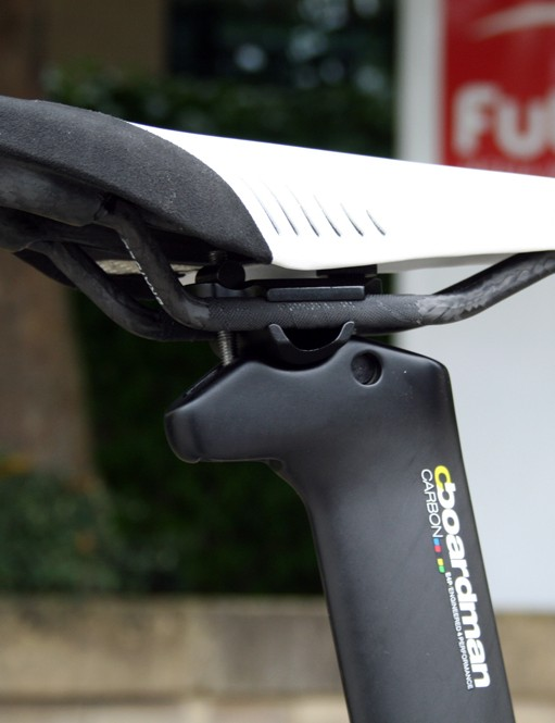 A Fizik Arione Tri2 carbon saddle to perch on