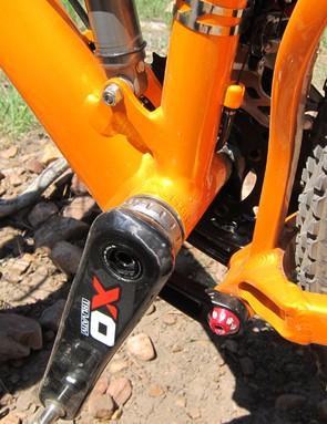 Niner uses a standard threaded bottom bracket shell on the JET 9