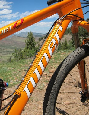 Cables are routed along the top of the down tube on Niner's JET 9
