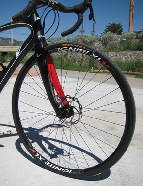 The stock E7 Ignite XL aluminum clincher wheels aren't terribly light at 1,840g a set but the wide rim profile matches up perfectly with tires measuring 25mm across and greater