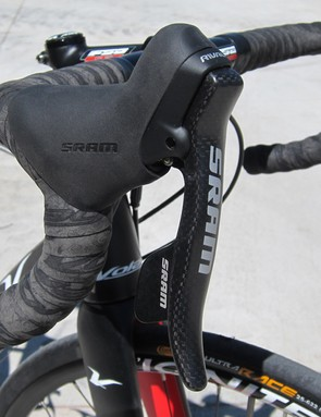 SRAM Rival levers feature identical ergonomics to the higher-end Force and Red models but with just slightly longer throws and a little more weight