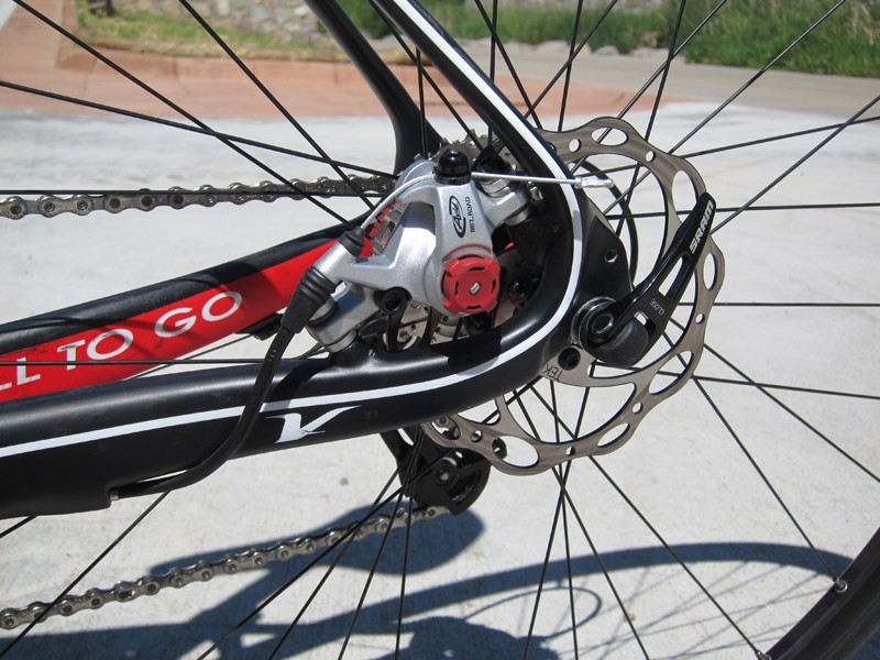 The rear disc caliper is neatly tucked inside the rear triangle for a cleaner look and Volagi wisely downsize to a 140mm rotor