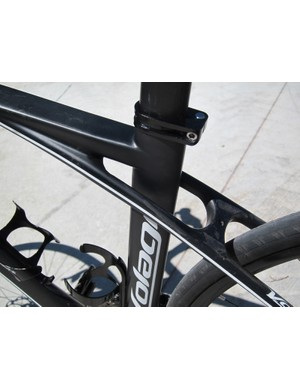 Volagi say that decoupling the seatstays from the seat tube allows for more vertical flex than a conventional frame setup