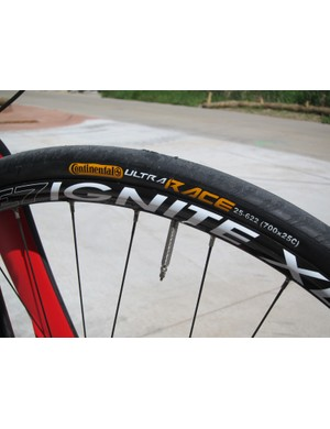 Volagi include 25mm-wide tires as standard equipment on the Liscio for a smoother ride and better cornering than more typical 23mm rubber