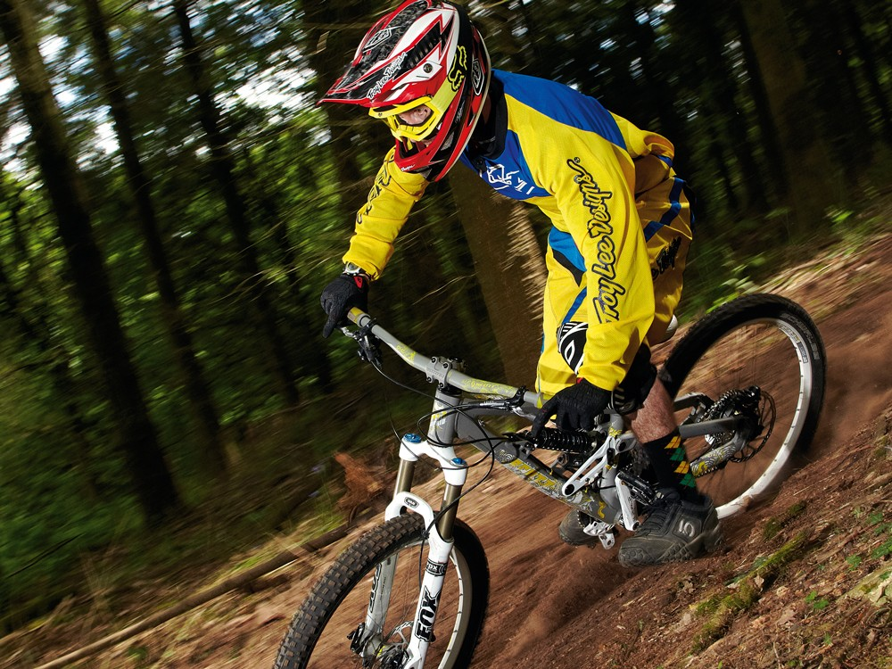 The Voltage is a pure gravity-fed play bike, built for maximum downhill fun