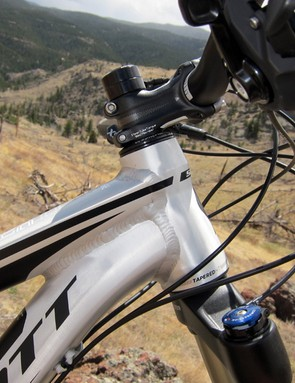 Scott fits the Genius LT 30 alloy frame with a tapered head tube