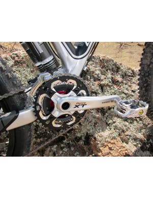 The wide-range three-chainring Shimano Deore XT crank backs up the Scott Genius LT's go-anywhere, do-anything persona.  Still, it desperately needs some sort of chain retention device for extended or rough downhills