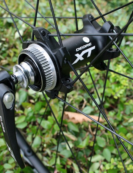 Shimano Deore XT M785 front hub (9mm quick-release)
