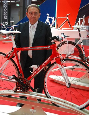 Ernesto Colnago with his CF9 in 'Ferrari red' - actually, he's keen to point out, it's 'Italian red', as it comes from the country's tricolor flag