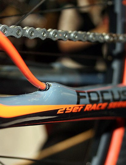 Chain stay exit for the internal rear mech cable