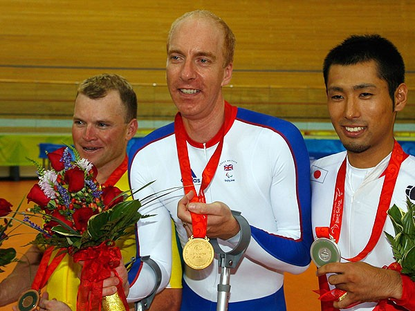 Simon Richardson poses with his gold medal for his win in the men's 1km time trial at the 2008 Paralympics